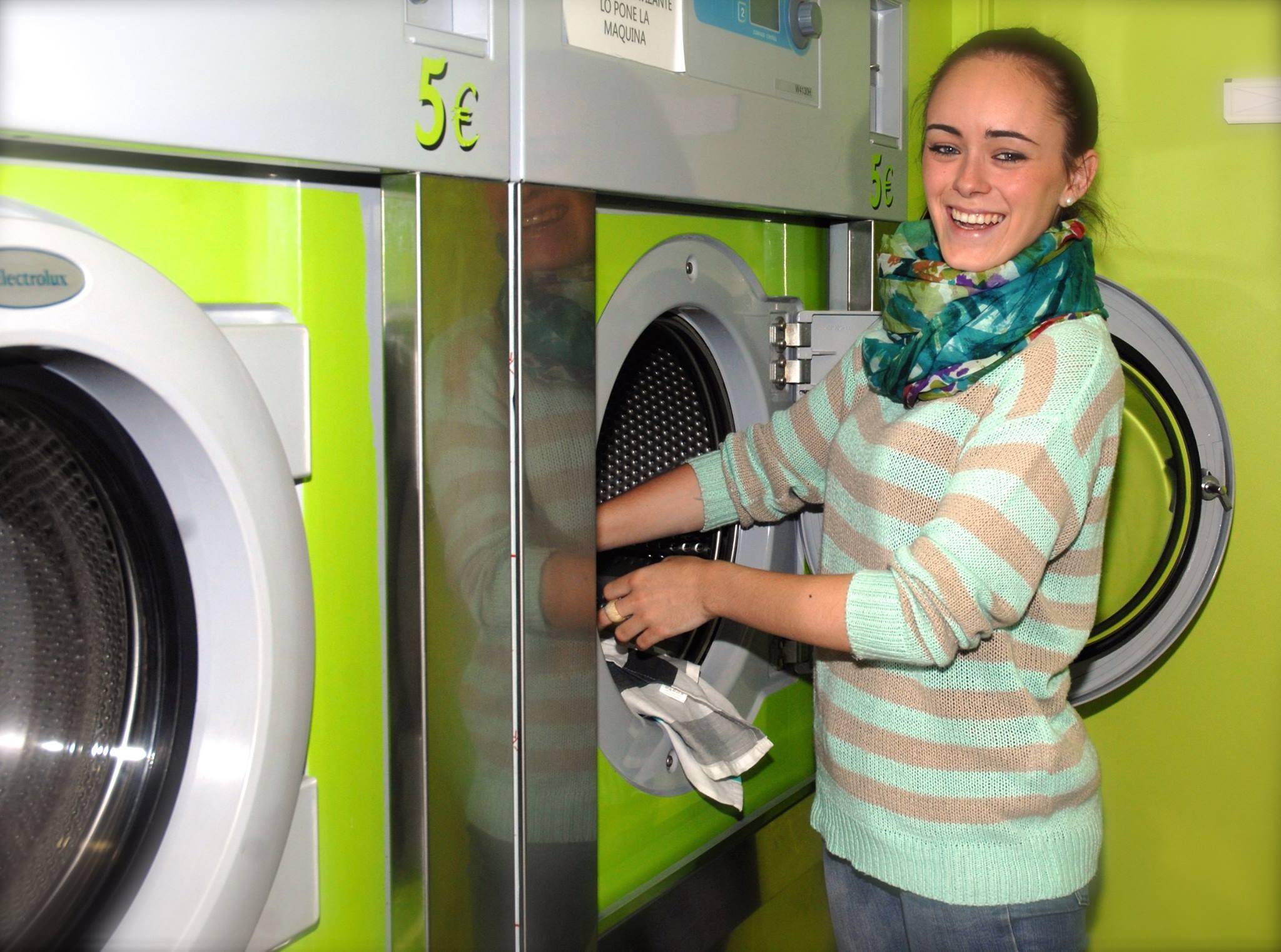 usuaria lavando